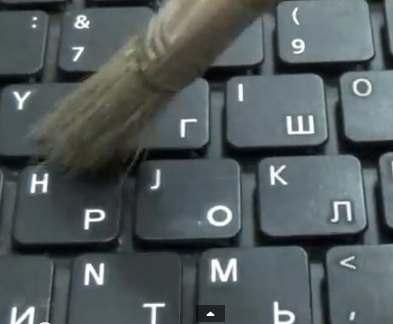 Клавиатура в офисе грязнее, чем поручень в метро