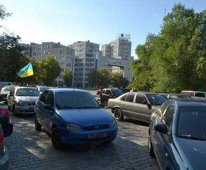 В Харьков на площадь Свободы съехались на митинг автомобилисты (фото, видео)