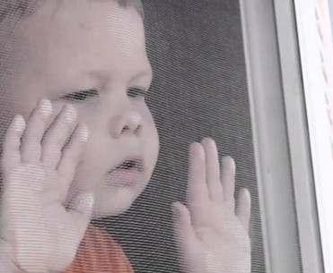 В Харькове выпал из окна ребенок