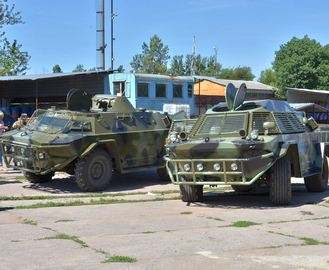 Харьковские энтузиасты превращают убитые бронетранспортеры в боеспособные: видео-сюжет