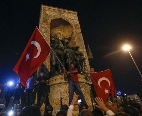 Турецкие власти перебросили в Стамбул спецназ