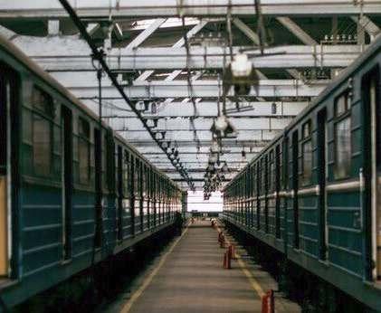 В харьковском метро из состава высадили пассажиров