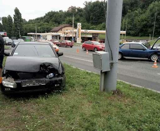 ДТП в Харькове: на Клочковской не разъехались Opel и Volkswagen