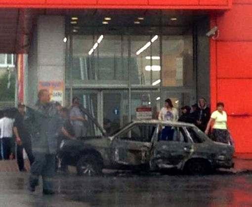 Поджигателя автомобиля в Харькове взяли под стражу