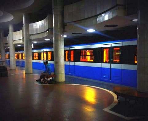 Харьковчанку, бросившуюся с детьми под поезд, поместили в спецбольницу