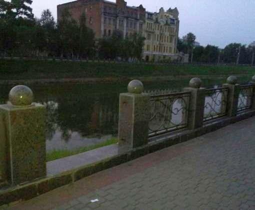 В Харькове пытались украсть забор с набережной