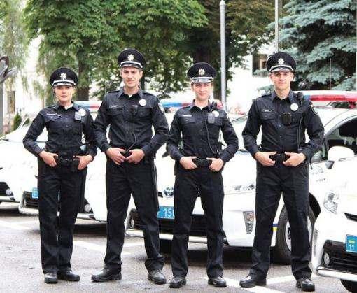В Харькове на площади Свободы прошел парад полиции