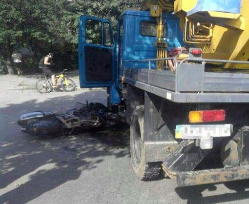ДТП в Харькове: мотоциклист попал под вышку