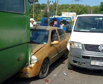 ДТП в Харькове: Renault врезался в маршрутку
