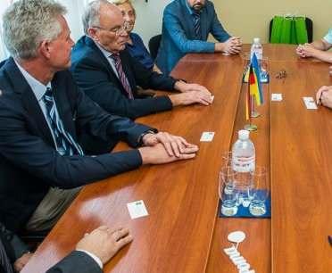 Немецкий благотворитель приехал в Харьков с медикаментами