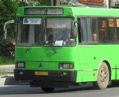 ДТП в Харькове: из-за маршрутки два пешехода попали в больницу
