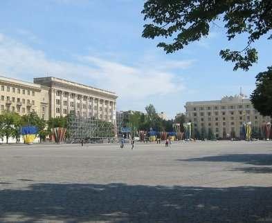 На площади Свободы завтра ограничат движение транспорта