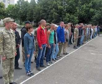 Харьковский облвоенкомат отправил в армию очередную партию контрактников