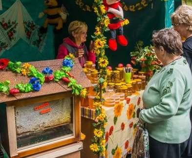 В Харькове открылась медовая ярмарка