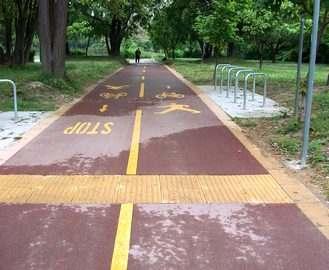 На Белгородском шоссе в Харькове заканчивают велодорожку