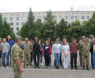 Две тысячи харьковчан подписали военный контракт