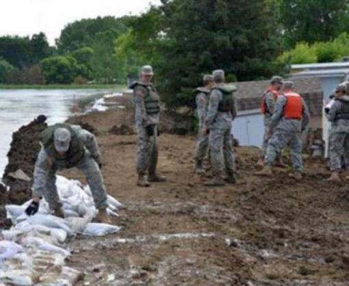 США одолевают пожары и наводнения
