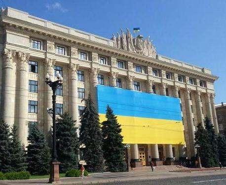 Флаг Украины будет украшать здание Харьковской облгосадминистрации постоянно