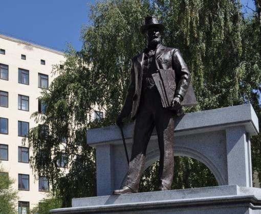 Ярославский помог ХНУГХ поставить памятник выдающемуся харьковчанину