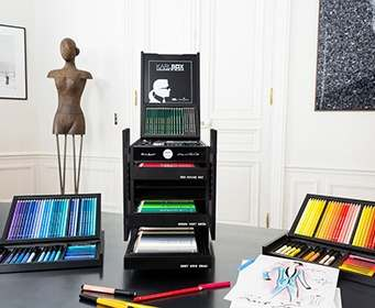 Карл Лагерфельд выпустил коллекцию карандашей