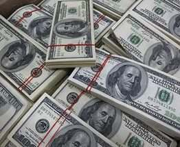 Украинцы в августе продали в 2,3 раза больше валюты, чем купили
