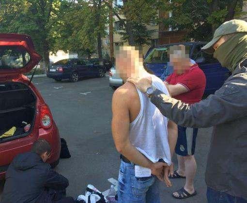 Харьковчанин наладил производство оружия прямо у себя во дворе: фото-факты
