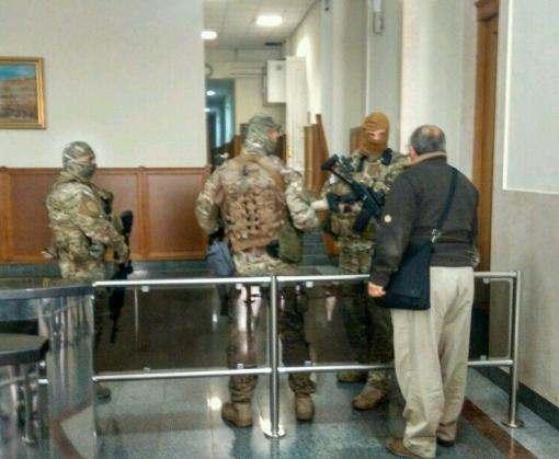 Обыски в Харькове: силовики заблокировали горсовет и отель «Националь»