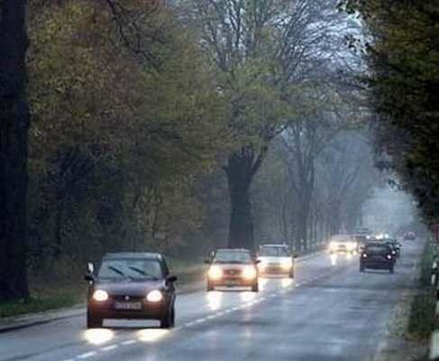 C 1 октября водители должны будут днем за городом включать фары