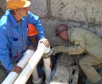 В Харькове на улице Военной ремонтируют тепломагистраль