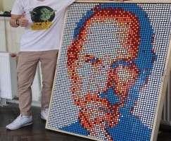 Львовянин сложил портрет Стива Джобса из Кубиков Рубика