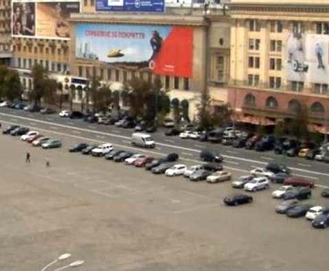 В Харькове по площади Свободы машины будут ездить под линейку