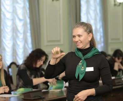Сотрудники соцучреждений сдали экзамен по жестовому языку