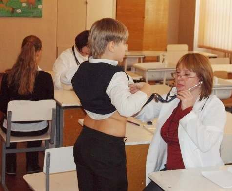 В харьковских школах начались углубленные медосмотры