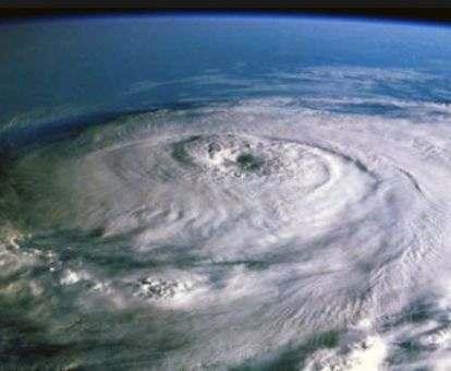 США готовятся к сильнейшему урагану: фото, видео