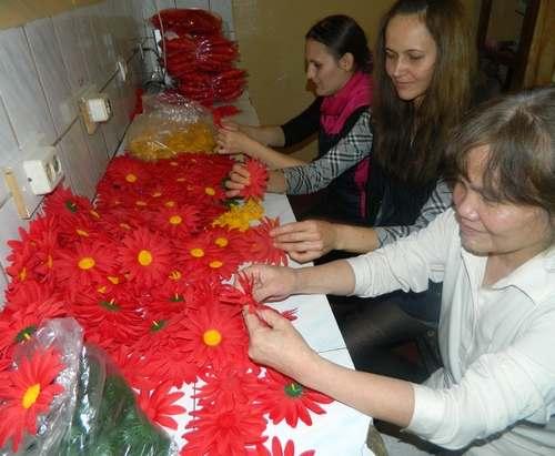 Заключенным женщинам нравится создавать цветы