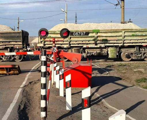 Под Харьковом ВАЗ столкнулся с товарняком, водитель погиб
