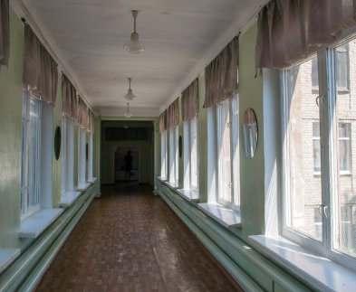 На осенних каникулах в харьковских школах будут менять окна