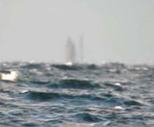 В США сняли на видео корабль-призрак