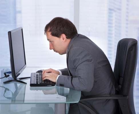 От работы за компьютером может тошнить