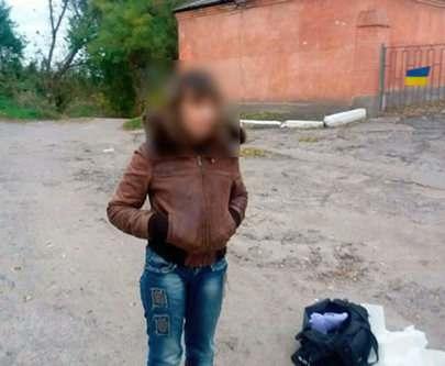 Под Харьковом задержали торговку оружием: фото-факт
