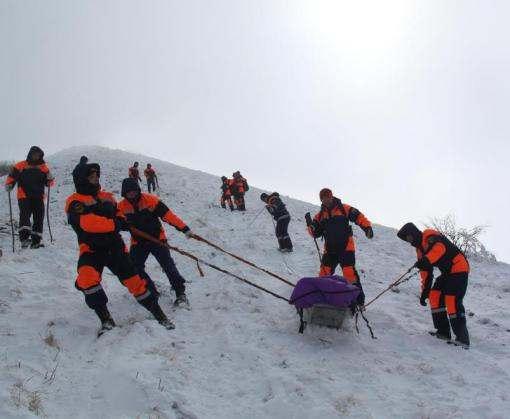 На Эльбрусе спасают сорвавшуюся в расщелину украинку