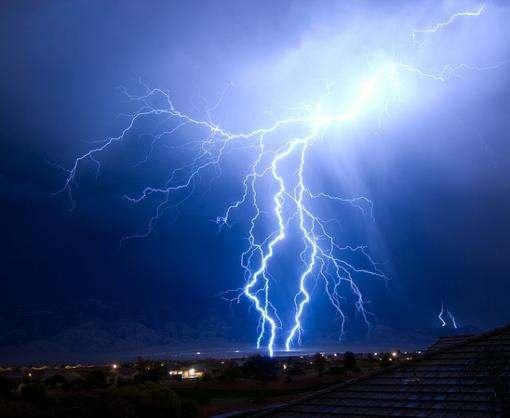 Китайские ученые измерили температуру внутри молнии