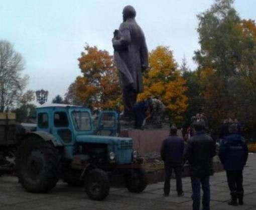 На Черниговщине снесли последний в Украине памятник Ленину