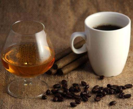Ученые сравнили смесь кофеина и алкоголя с кокаином