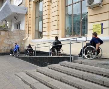 В Харькове колясочники просят не занимать их парковочные места