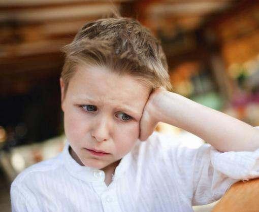 Гримасничающий ребенок может начать лаять