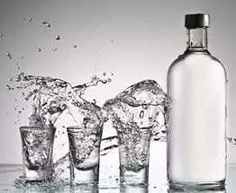 Кабмин повысил минимальную цену на водку