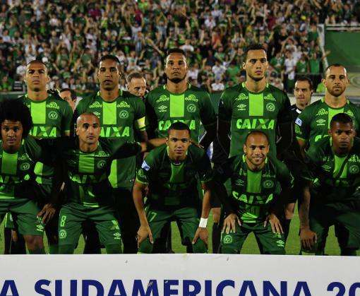 Авиакатастрофа с футбольной командой: девять игроков не сели в самолет