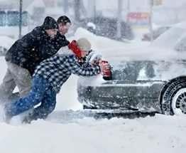 Под Харьковом автомобили застряли в снегу