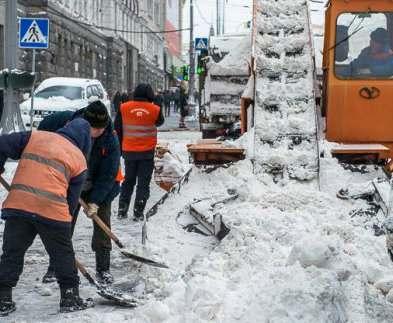 За сутки в Харькове убрали три тысячи кубометров снега